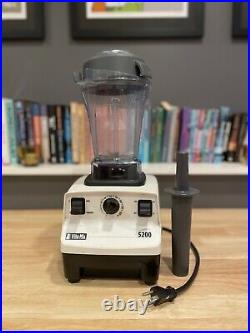 Vitamix 5200 Variable Speed White Blender with 48oz container and tamper